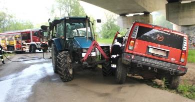 Einsatzübung Verkehrsunfall PKW gegen Traktor