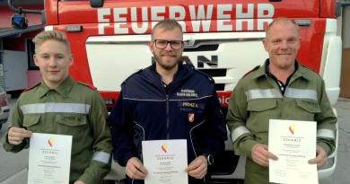 Drei Kameraden zum Truppführer ausgebildet