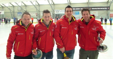 Neue Jacken für Feuerwehr-Eisstockschützen