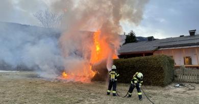 Ausgedehnter Heckenbrand in Olsach
